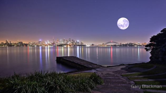 Der Mond über Sydney. Auch hier: Die Lage der verschiedenen Mondkrater.